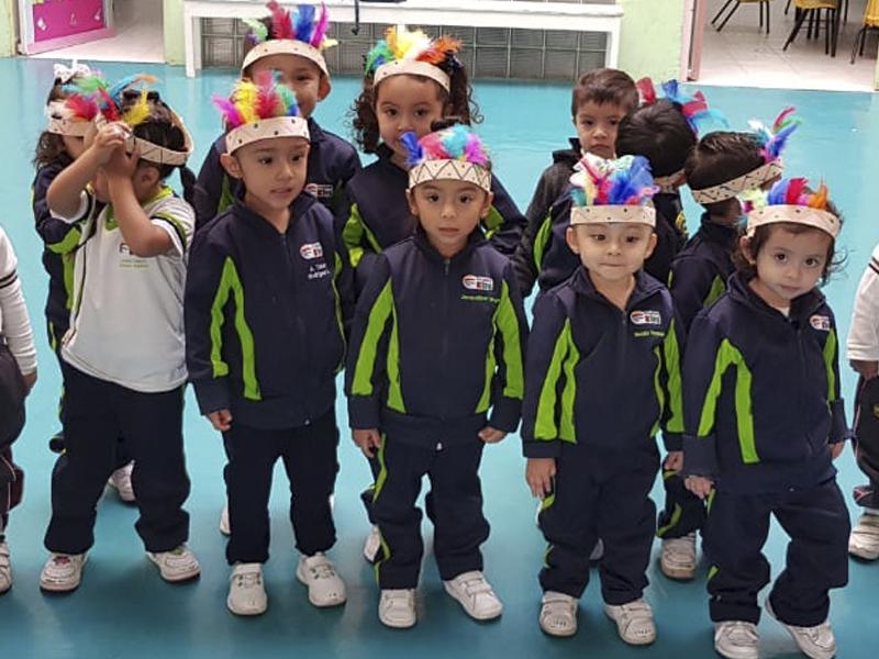 preescolar-kinder-futbol-cancha-verde-educacion-escuela