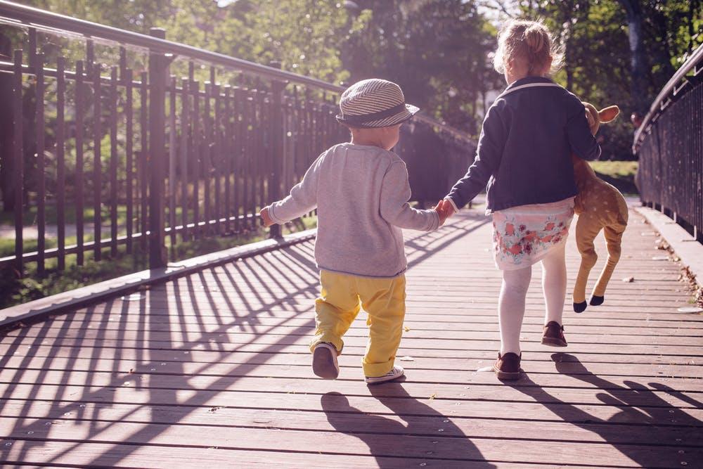 liderazgo-niños-escuela-educacion-kinder-preescolar-maternal-hermanos